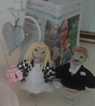 Brautpaar im Standesamt- Eierwärmer